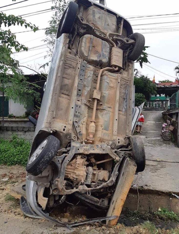 cứu hộ ô tô+ sửa xe+vá lốp tại chỗ
